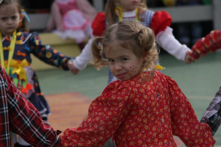 Algumas turmas da Educação Infantil irão confeccionar elementos da decoração e adereços. Foto: Paulinha Kozlowski.