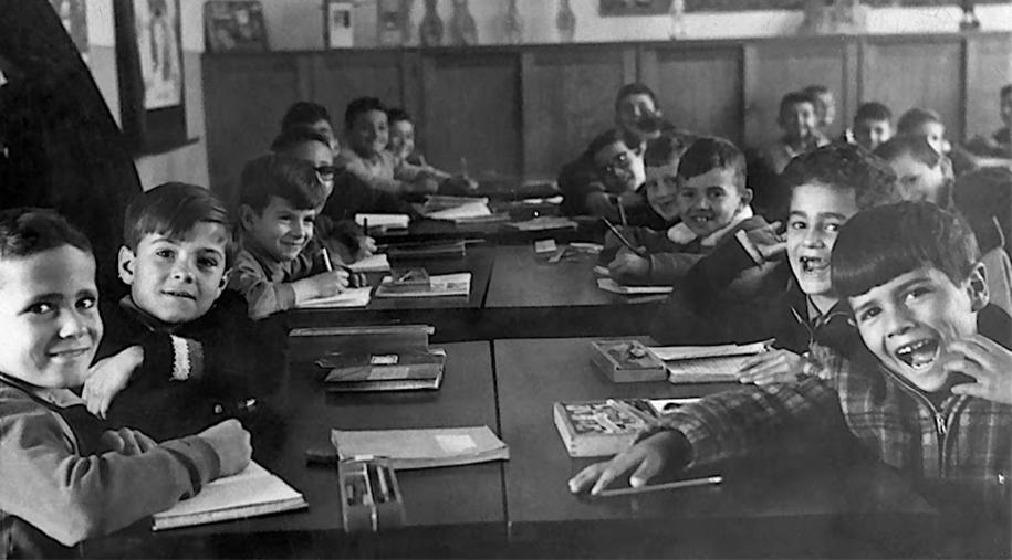 Estudantes das primeiras turmas do Colégio Medianeira.