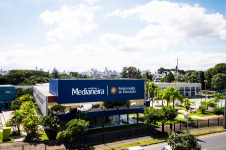 Colégio Medianeira completa 64 anos