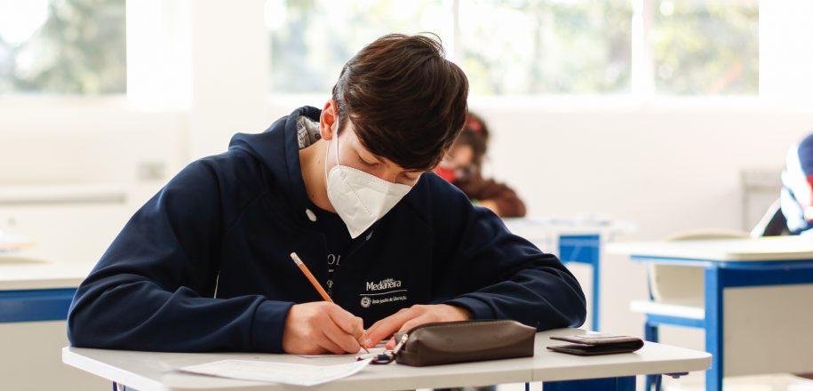 Estudante do Colégio Medianeira fica em 1º lugar geral no vestibular da PUCPR